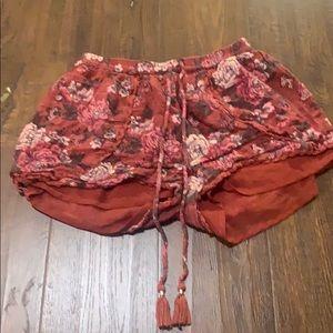 American Eagle maroon shorts